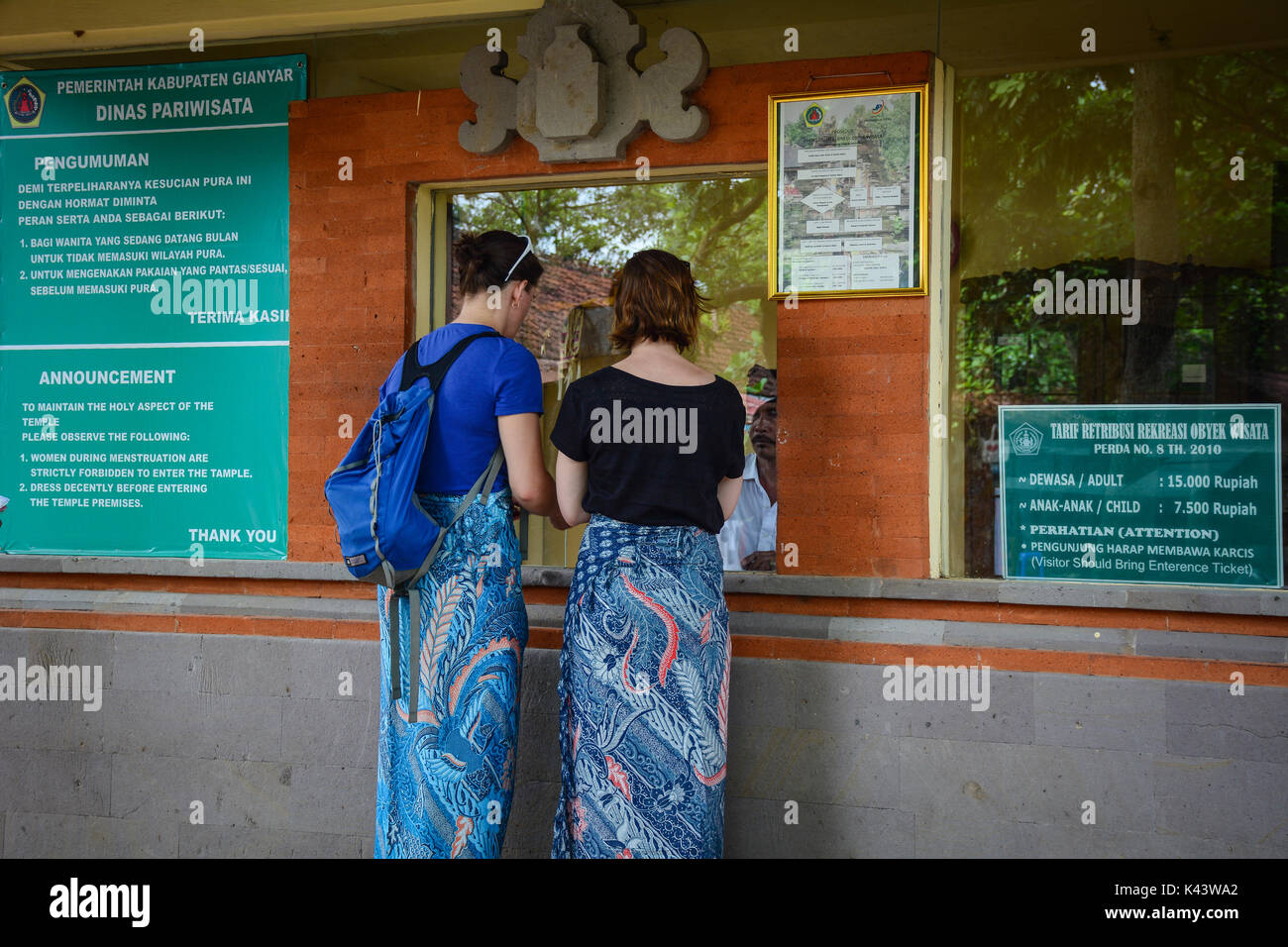 Theme Park Ticket Stock Photos Images Alamy Garden By The Bay Singapore Dewasa Tiket People Waiting At Booth Of Uluwatu
