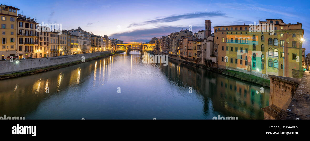 Florence, Tuscany, Italy. Blue hour over Arno river with Ponte vecchio on the background. - Stock Image