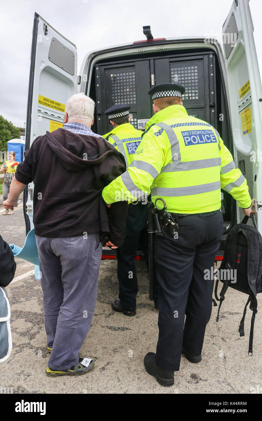 London, UK. 5th Sep, 2017. Police make several arrests as peace campaigners from Quaker and interfaith groups and Stock Photo