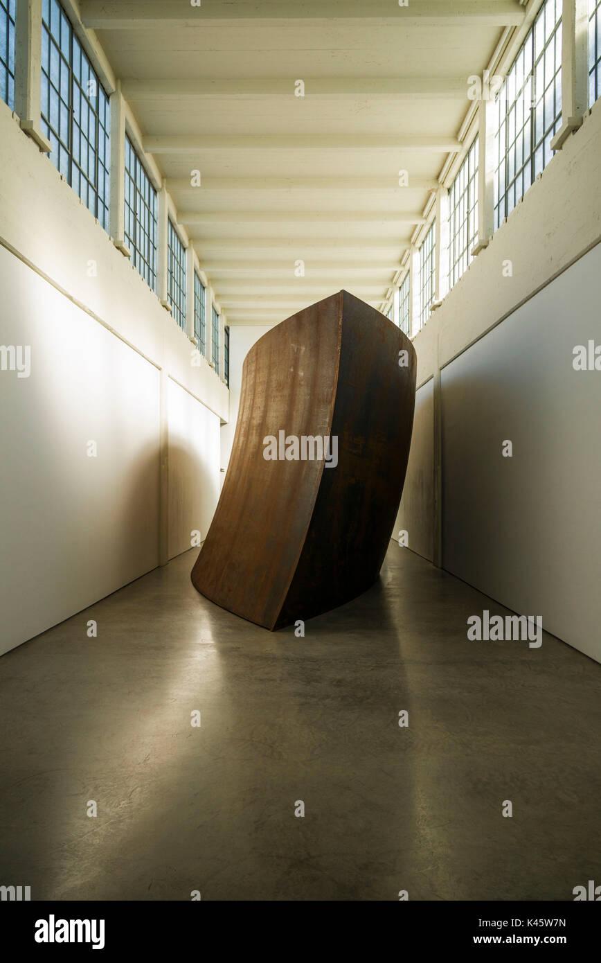 USA, New York, Hudson Valley, Beacon, Dia-Beacon Riggio Galleries, Richard Serra, Union of the Torus and the Square Stock Photo