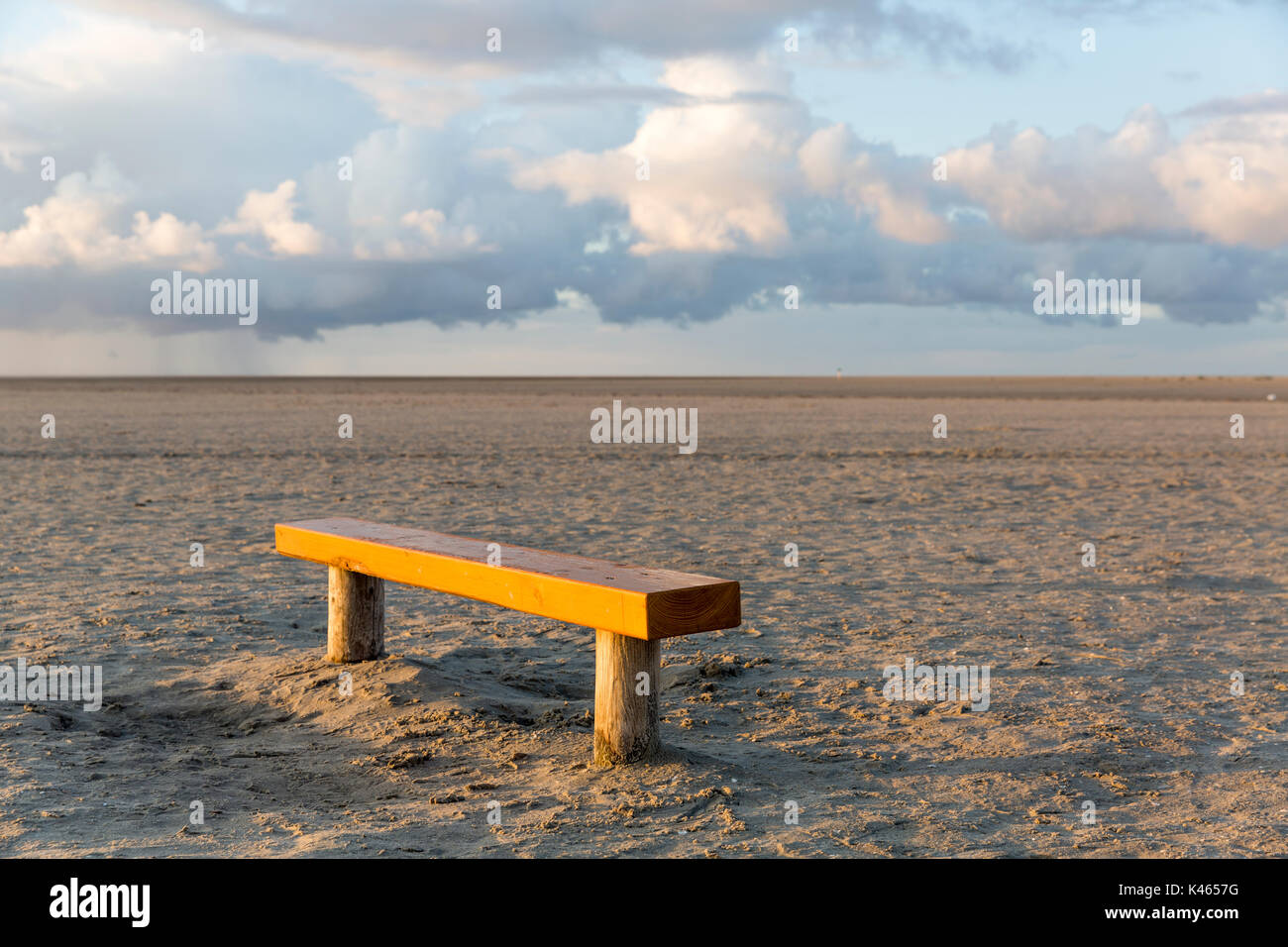 Lone bench on the beach - Stock Image