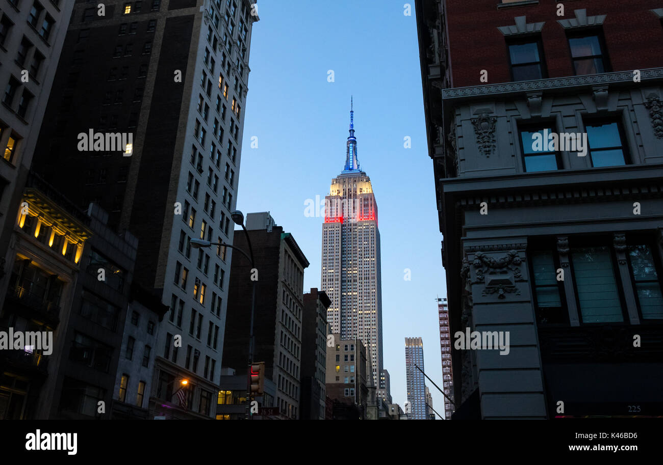 Empire State Building at night showing the colors of the American flag, red, white and blue - Stock Image