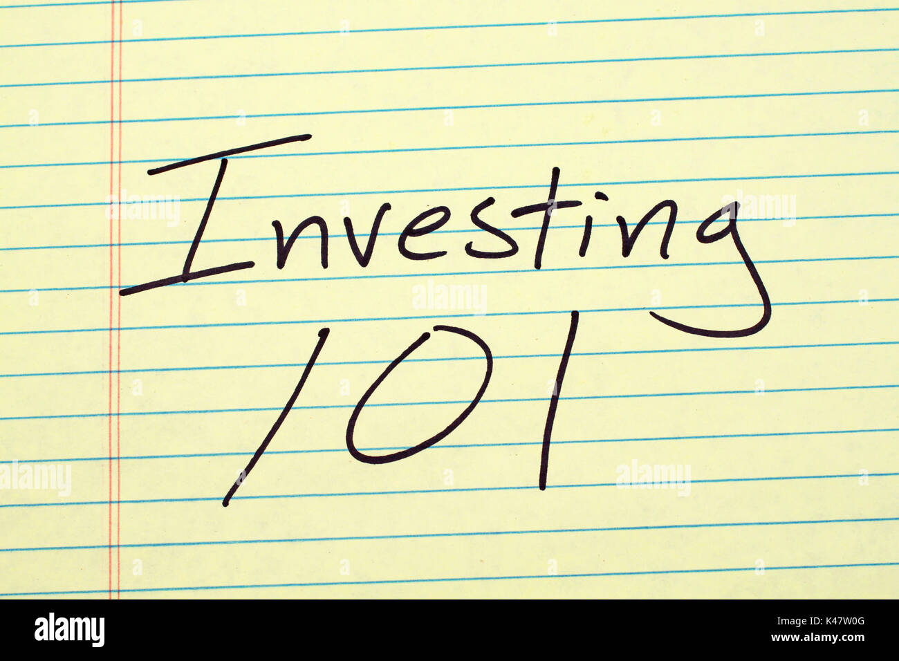 The words 'Investing 101' on a yellow legal pad - Stock Image