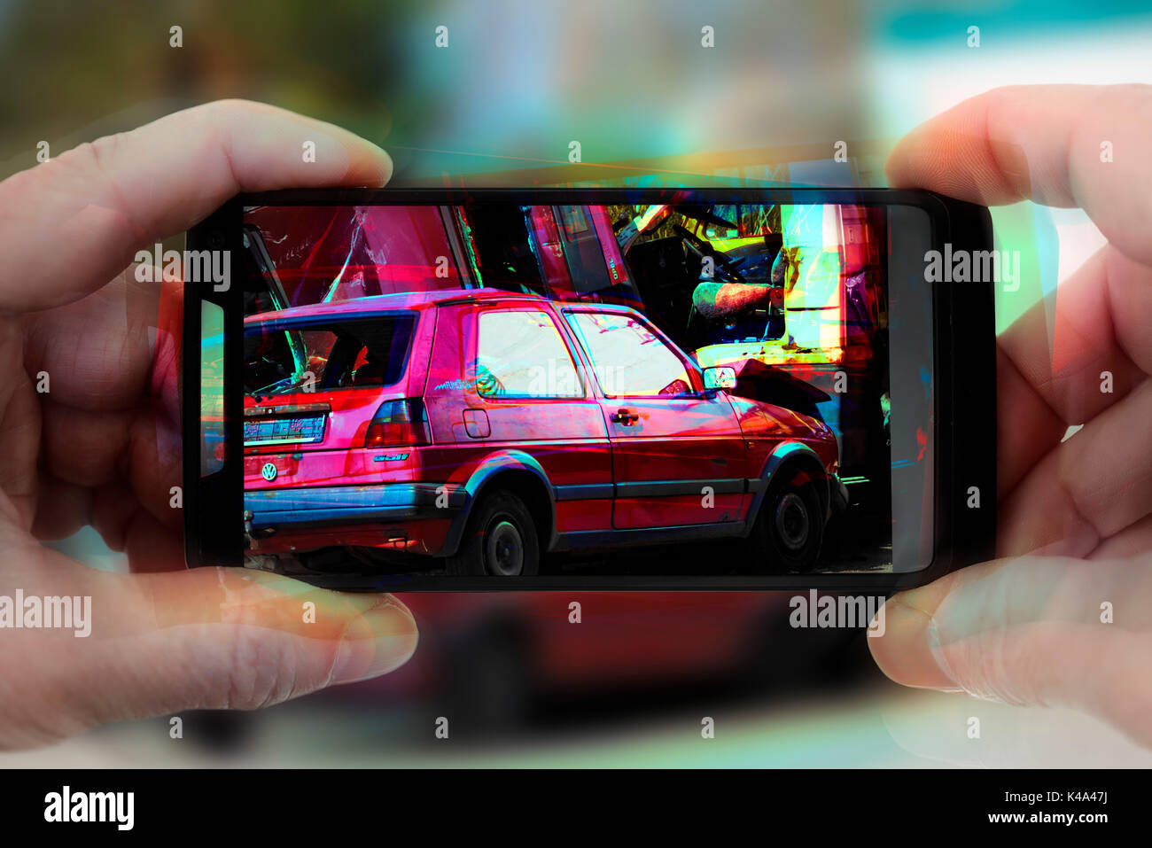 Car Accident Photo In A Cellphone, Gawker - Stock Image