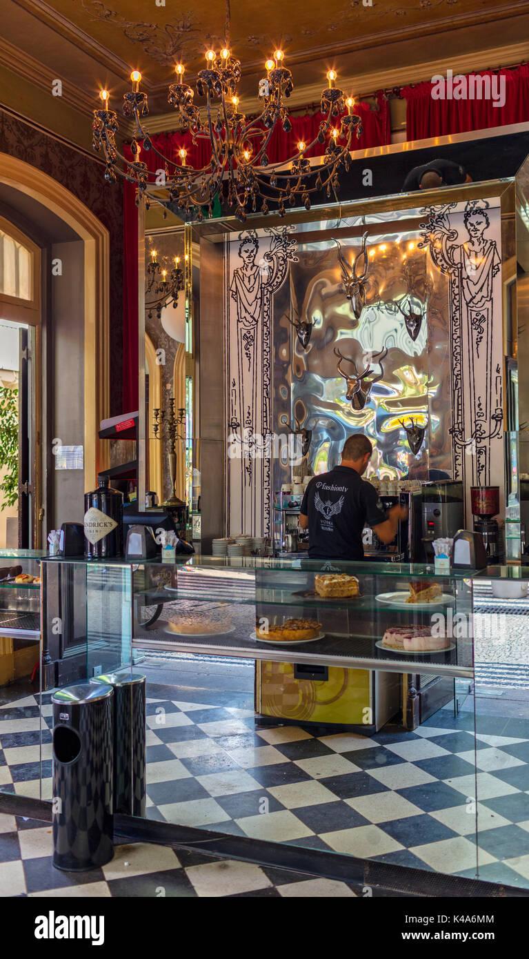 Cafe Und Bar In Funchal Auf Madeira Stock Photo