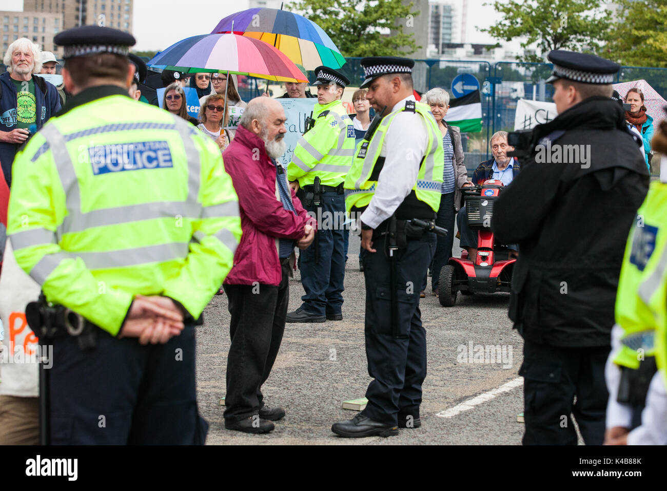 London, UK. 5th Sep, 2017. Quakers block the access road to the ExCel Centre to prevent military equipment arriving Stock Photo