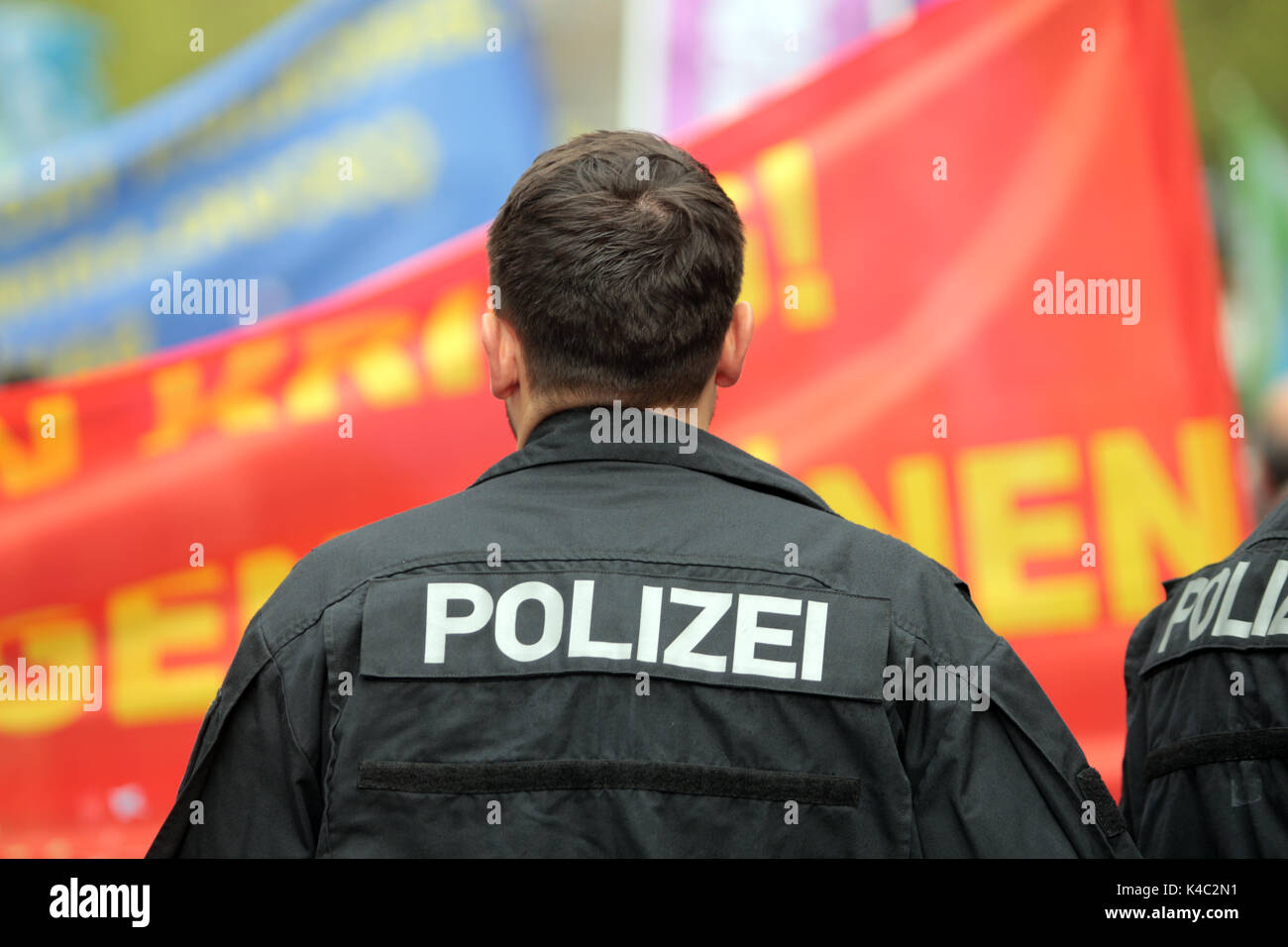 Police Officer With Demontrators In Frankfurt - Stock Image