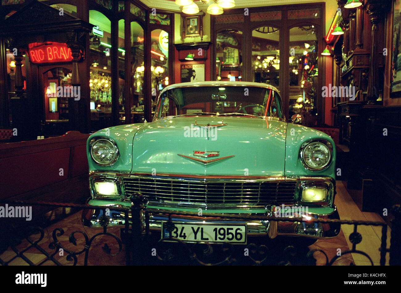 CHEVROLET BEL AIR 1956 - AMERICAN CAR - US VINTAGE CAR - SPEEDLINE RESTYLING - ISTANBUL BAR - SILVER IMAGE © Frédéric BEAUMONT - Stock Image