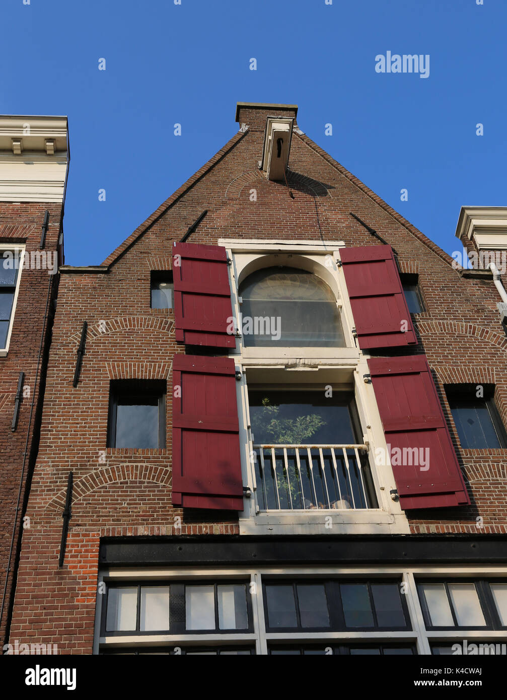 typical amsterdam house with hook near the roof to carry the furniture while moving - Stock Image