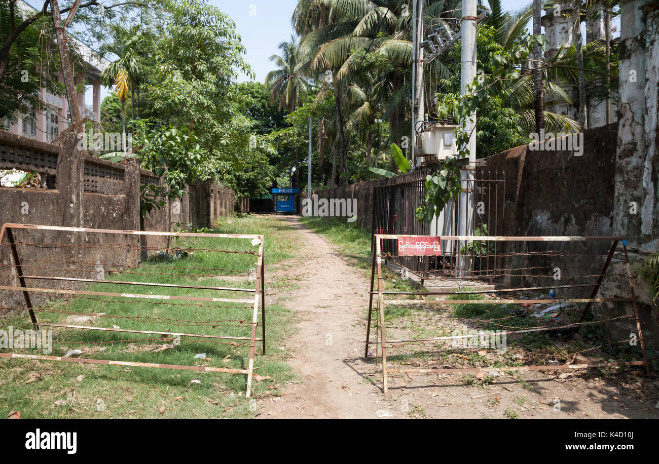 Barbed wire barricades and police post outside deserted Muslim Mosque. Sittwe, Rakhine State, Myanmar - Stock Image