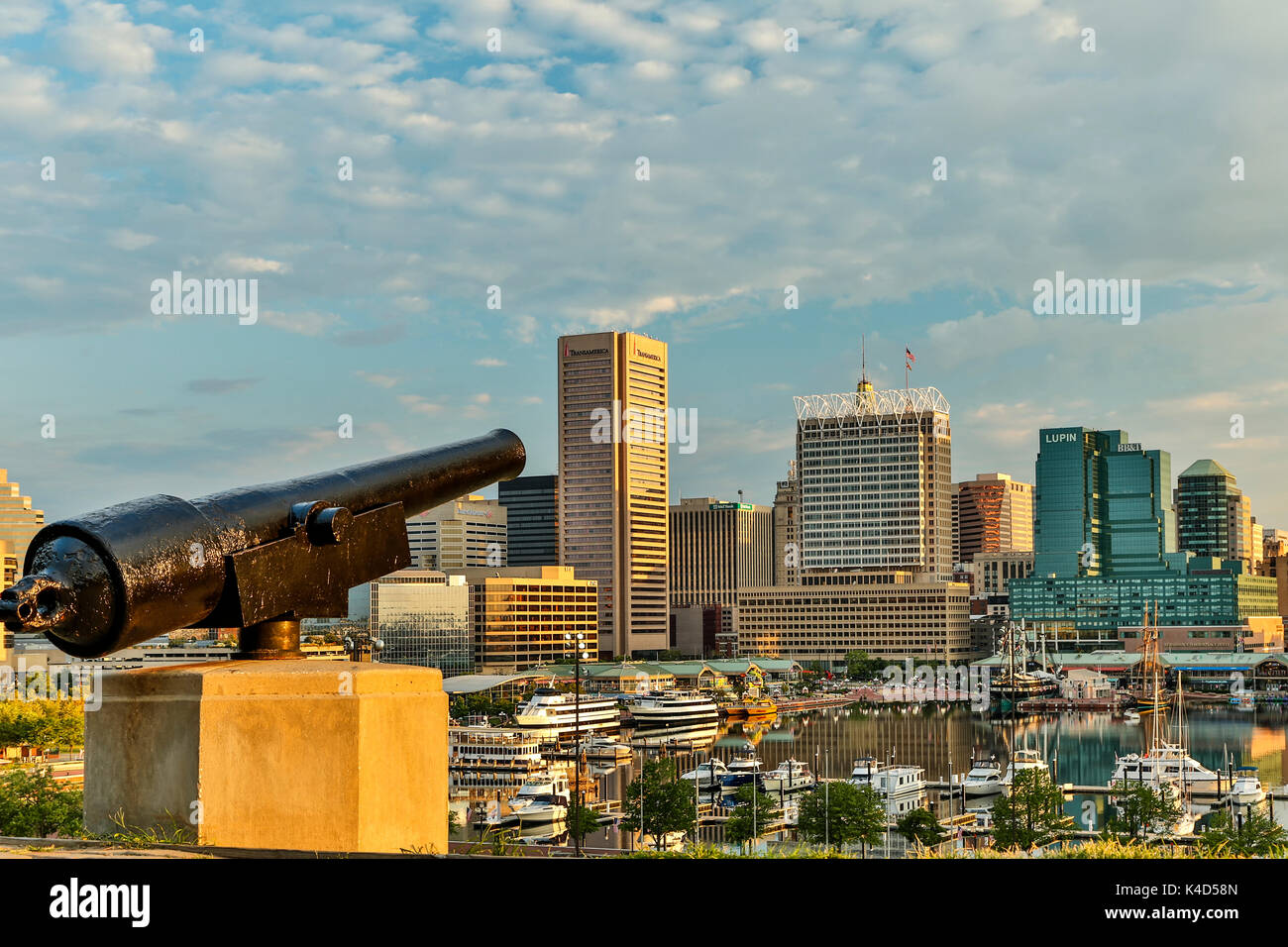Cannon on Federal Hill overlooking skyline and Inner Harbor, Baltimore, Maryland USA - Stock Image