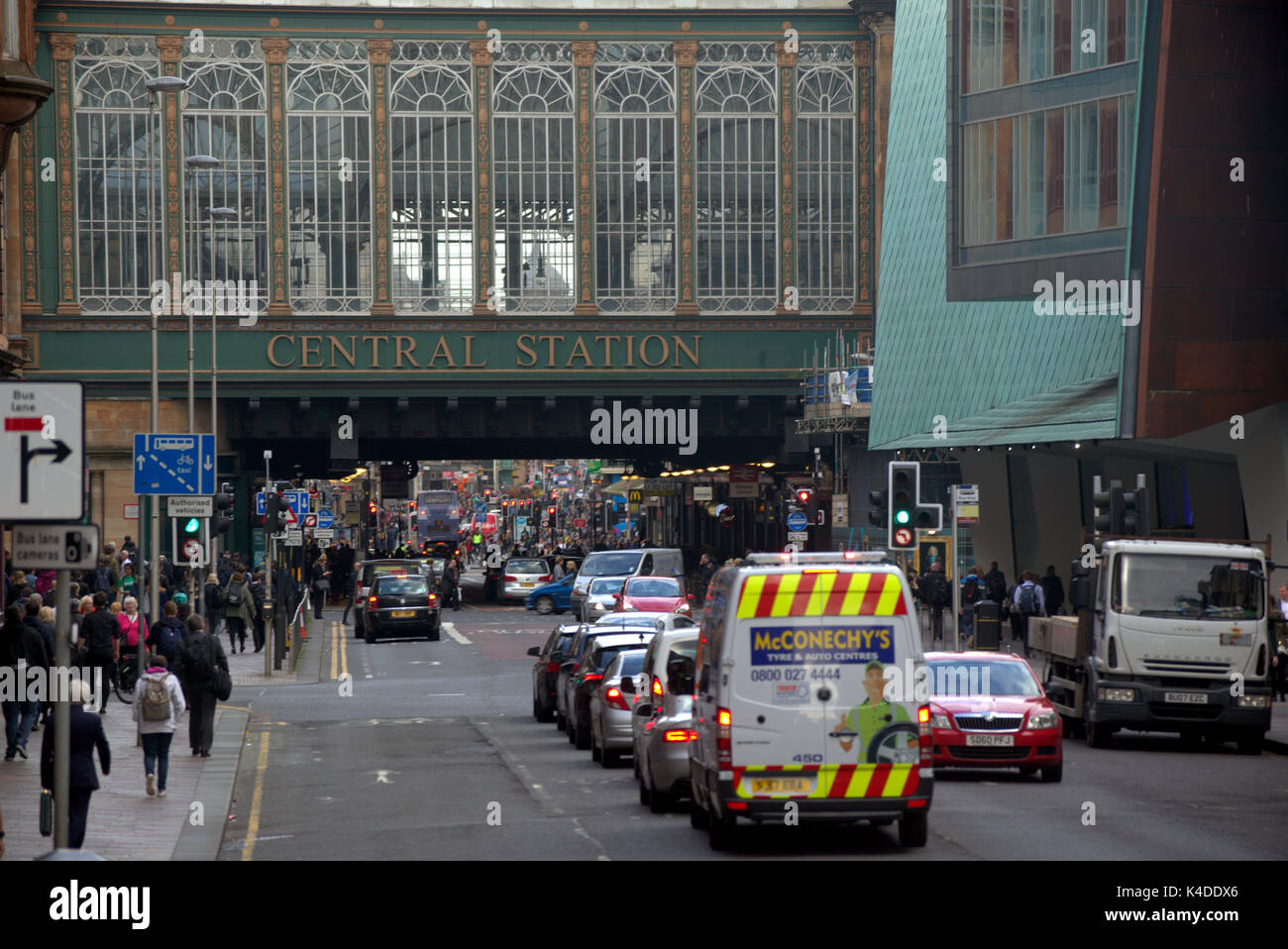 'central station' pollution hotspot  Hielanman's Umbrella Highlanders umbrella argyle and hope street Glasgow busy traffic - Stock Image