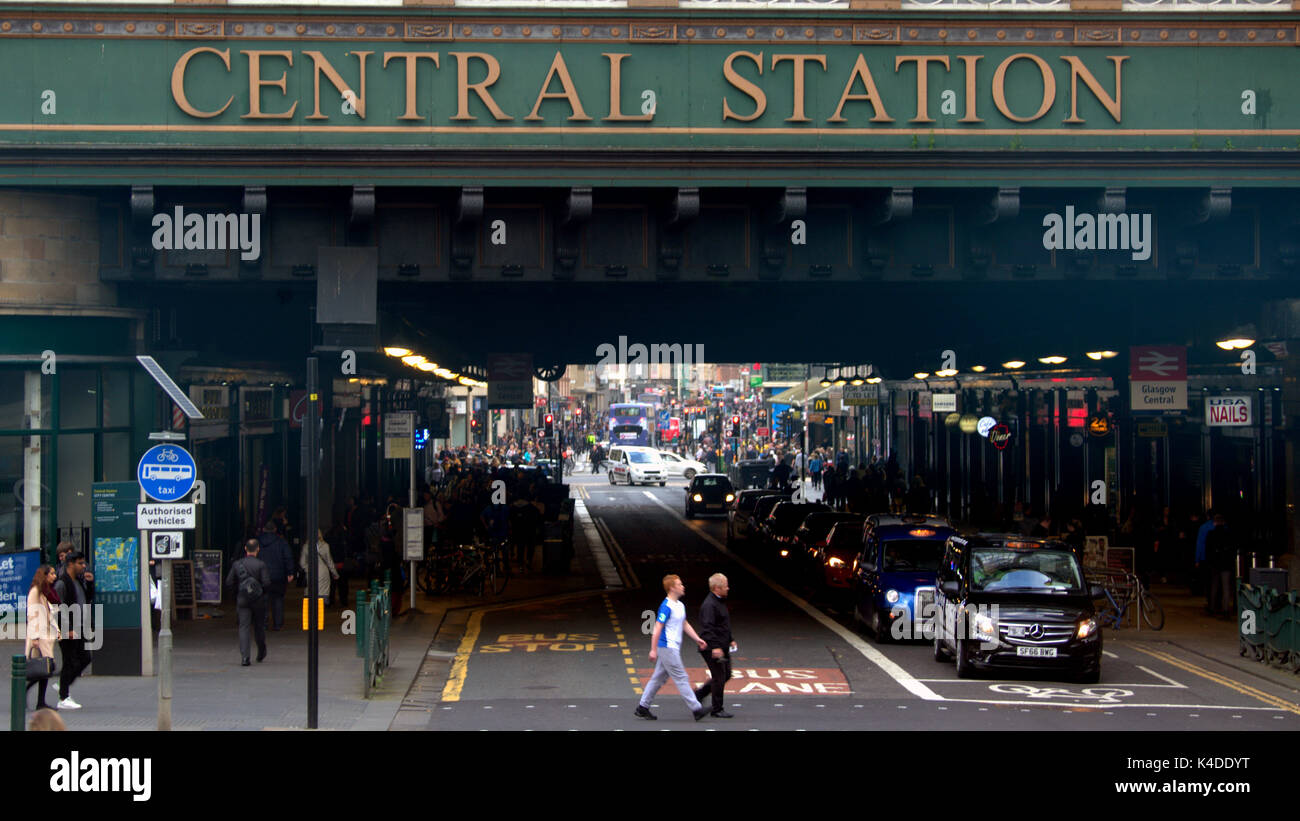 'central station' pollution hotspot  Hielanman's Umbrella Highlanders umbrella argyle and hope street Glasgow - Stock Image