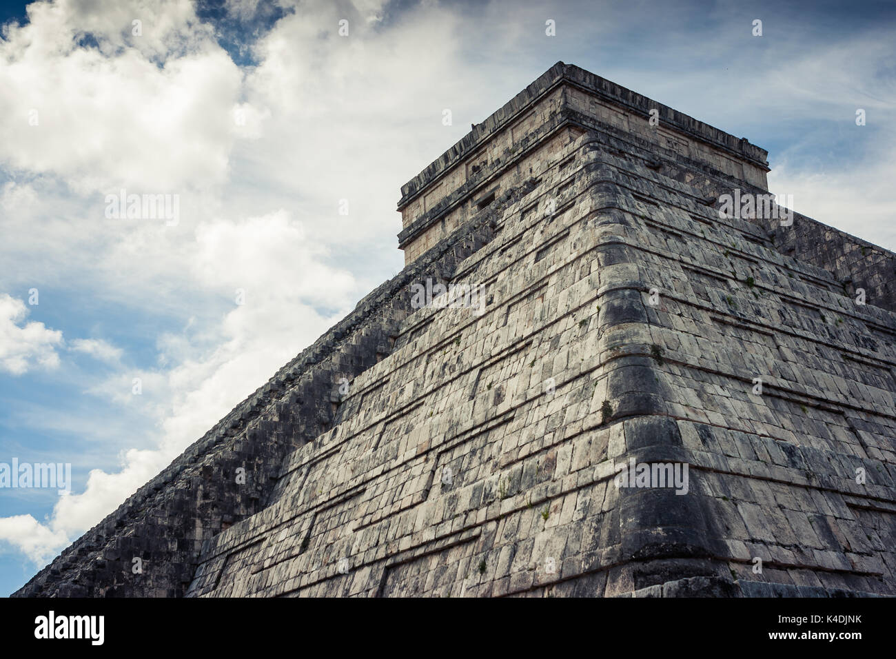 View of Kukulkan Pyramid (el Castillo) at the archaeological site of Chichen Itza, Yucatan, Mexico - Stock Image