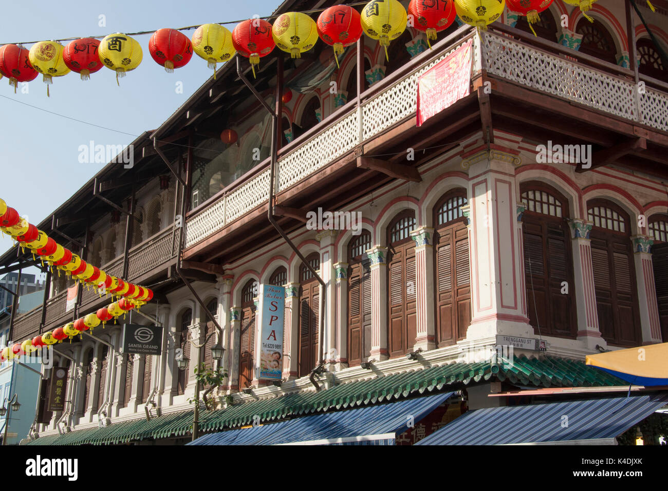 Restored hotel building on Temple Street, a busy tourist precinct in Chinatown, Singapore - Stock Image