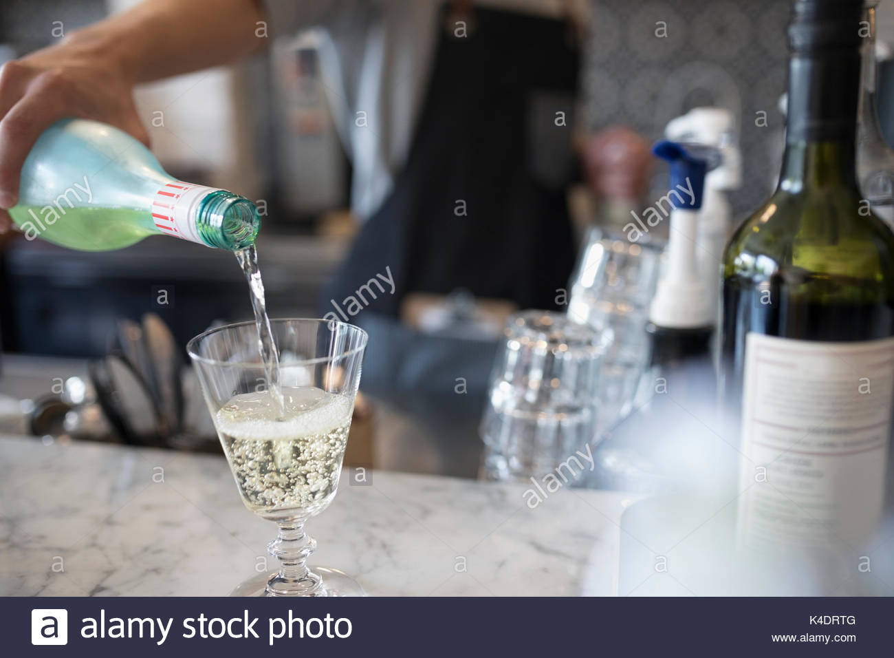 Bartender pouring champagne - Stock Image