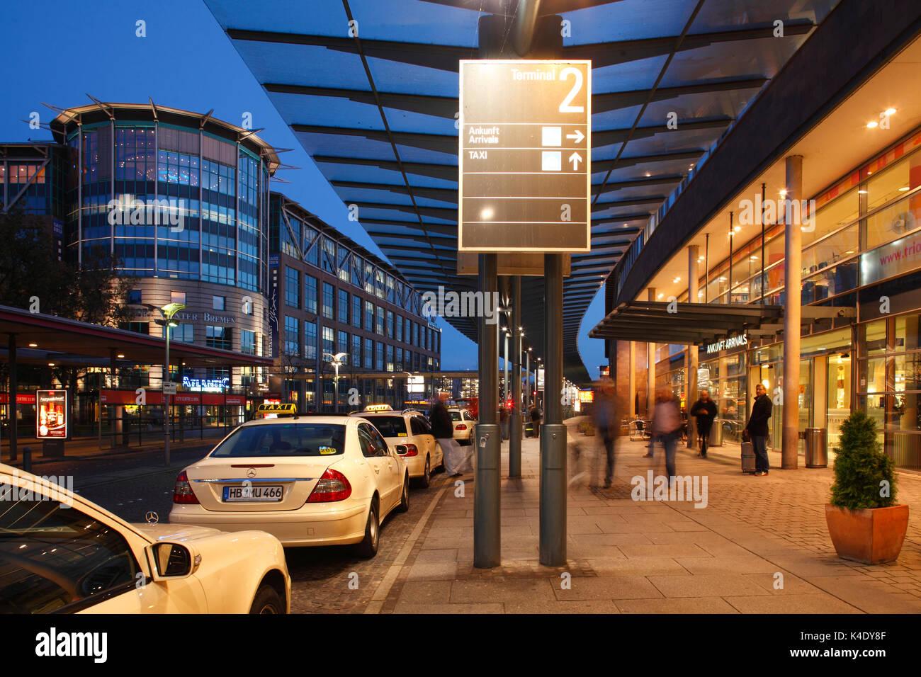 Flughafen Bremen, Eingangsbereich bei Abenddämmerung, Bremen, Deutschland, europa - Stock Image
