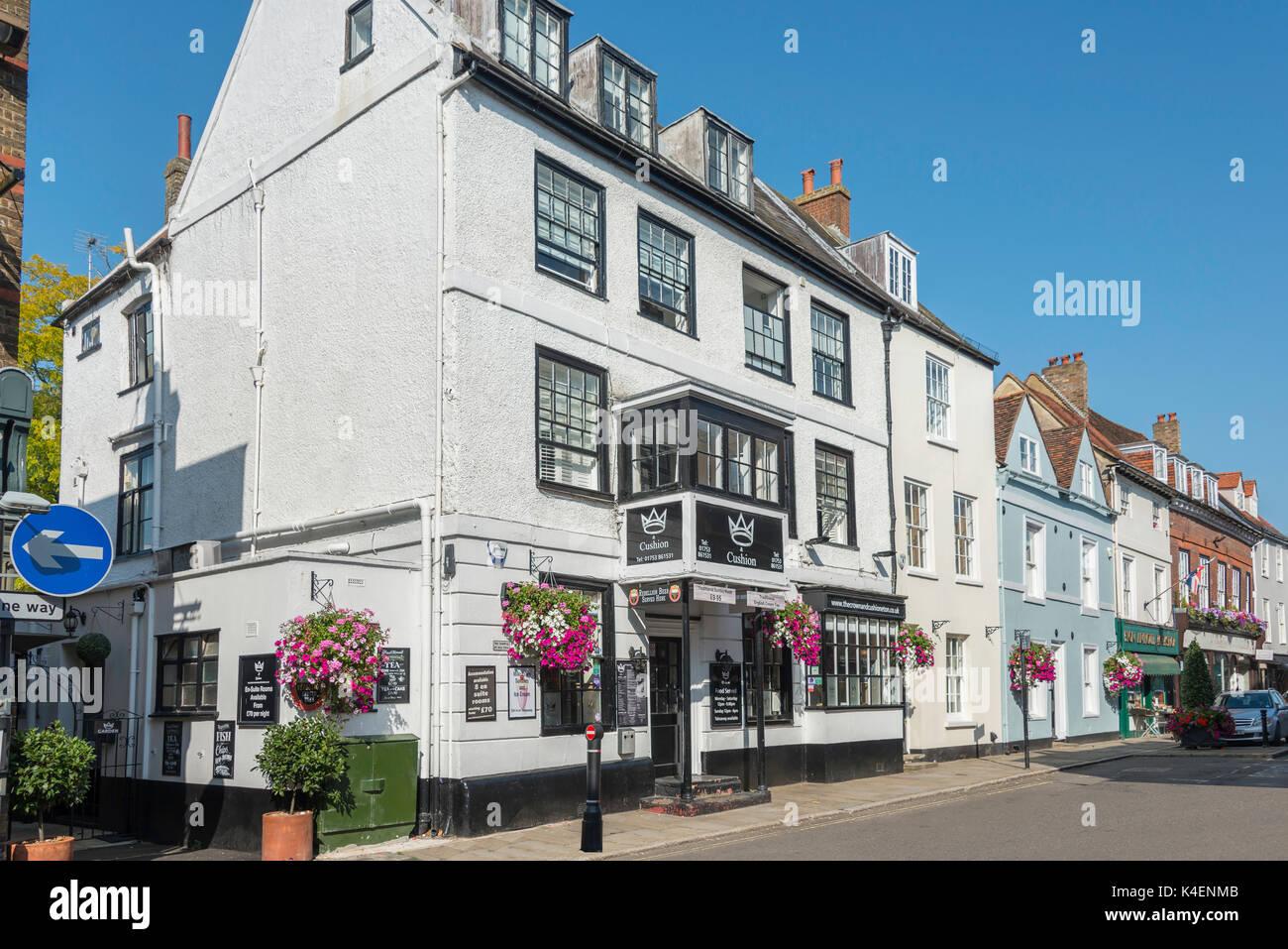 17th century The Crown and Cushion Inn, High Street, Eton, Berkshire, England, United Kingdom - Stock Image