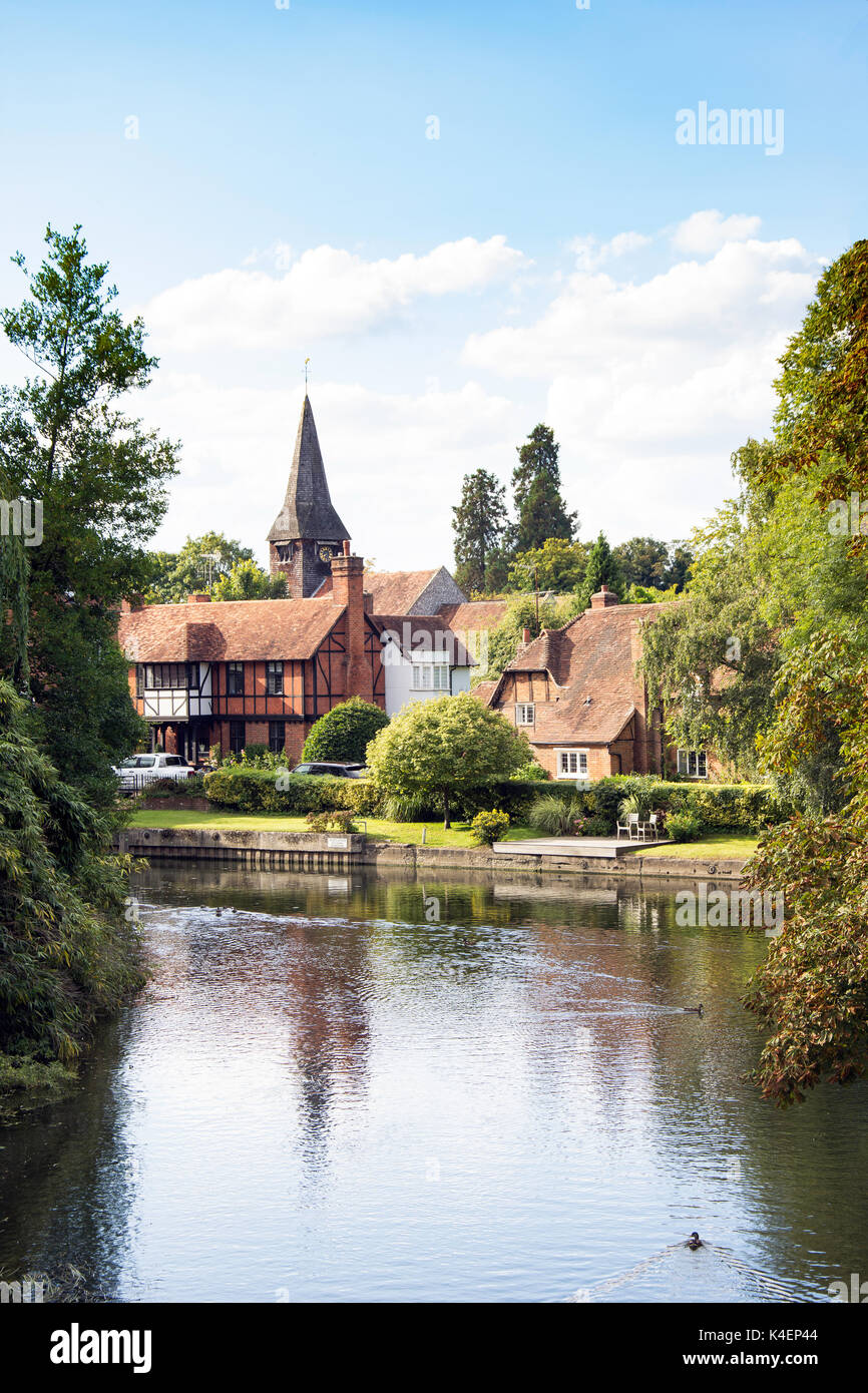 Whitchurch-on-Thames village across River Thames, Oxfordshire, England, United Kingdom - Stock Image
