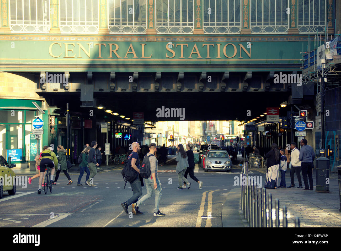 'central station' pollution hotspot  Hielanman's Umbrella Highlanders umbrella argyle and hope street Glasgow busy street - Stock Image