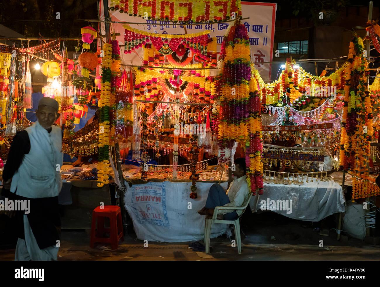 NEW DELHI, INDIA - CIRCA OCTOBER 2016: Merchant around the spice market and the Chandni Chowk area in Old Delhi at night. - Stock Image