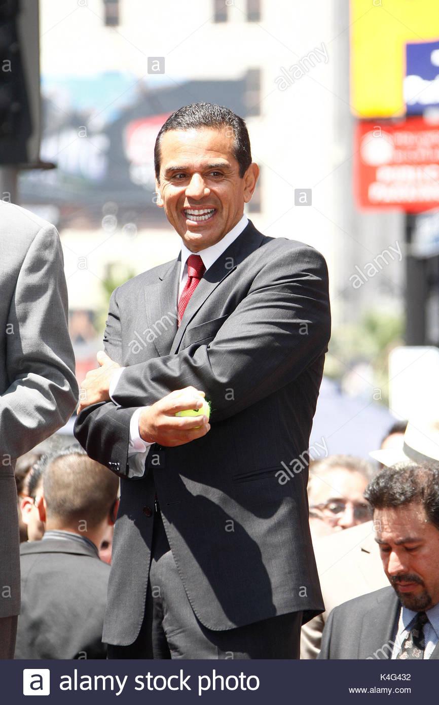 Mayor Antonio Villaraigosa. Marco Antonio Solis receives the 2415th ...