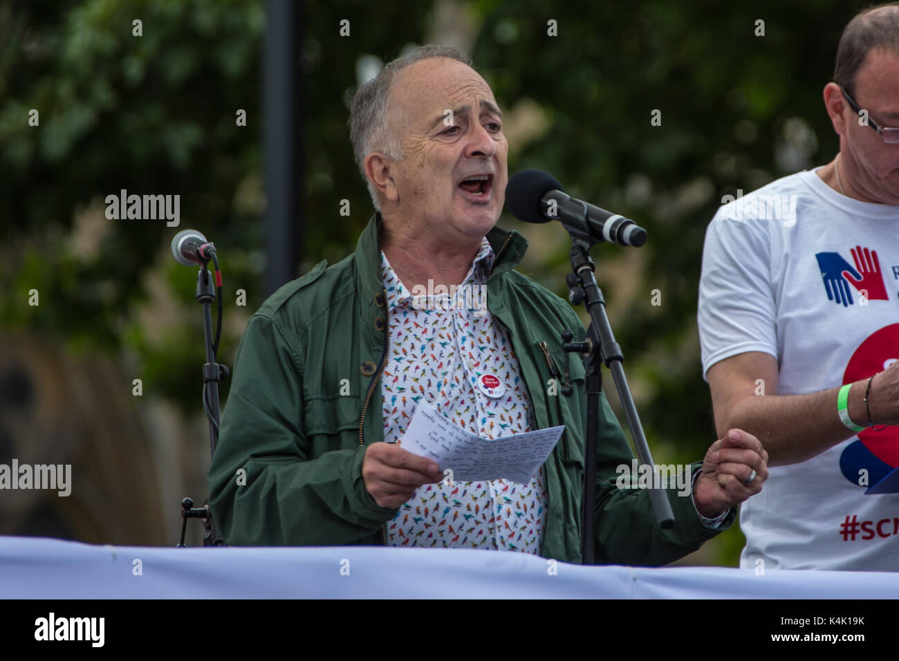 London, UK. 6th Sep, 2017. Sir Tony Robinson, actor and TV presenter addresses the crowd. In a protest organised - Stock Image