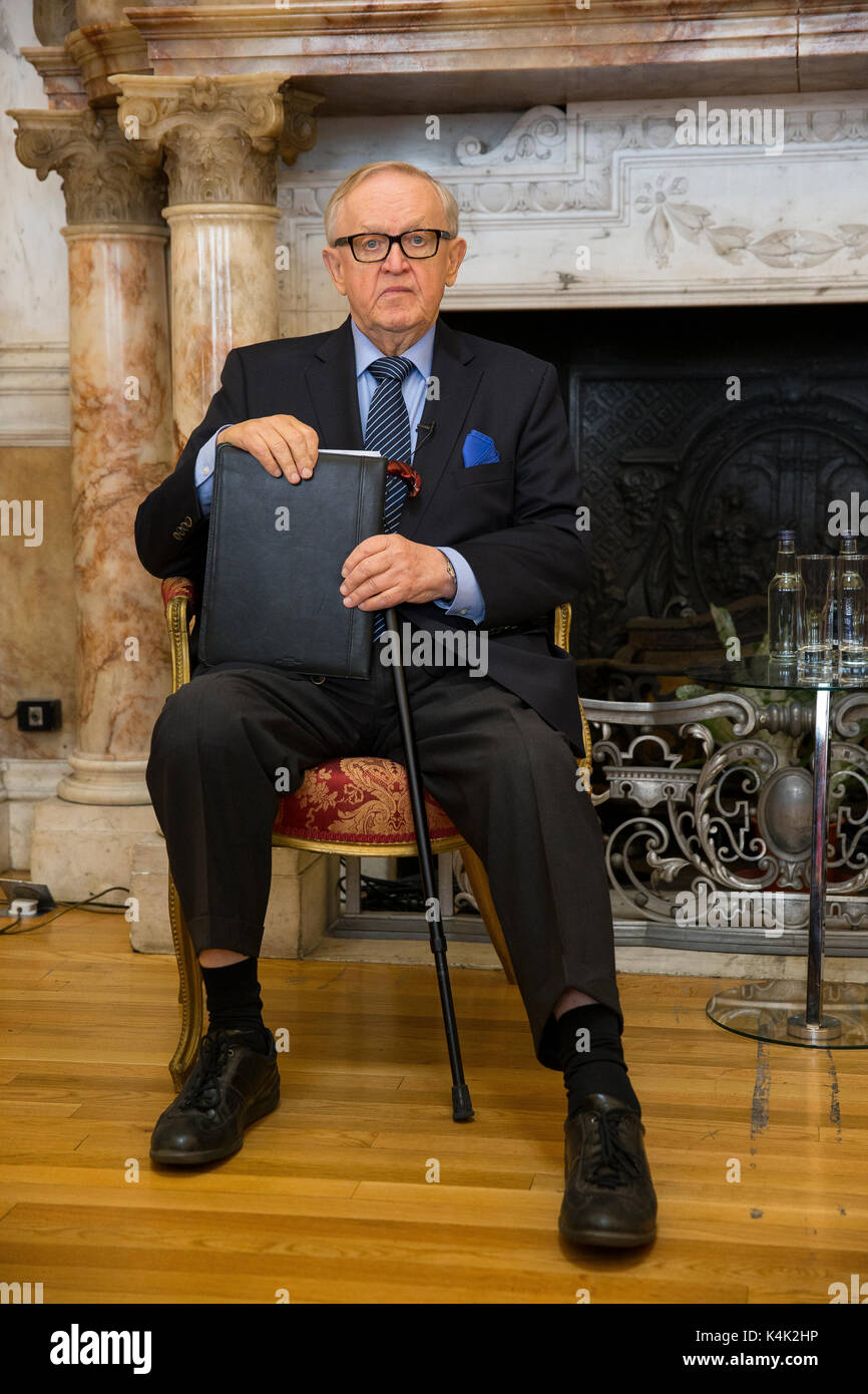 """Dublin, Ireland. 6th Sep, 2017. Former President of Finland and Nobel Laureate, Mr. Martti Ahtisaari was in Ireland today to deliver a keynote address on """"The Role of the EU in Conflict Resolution"""". Martti Ahtisaari was awarded the Nobel Peace Prize in 2008 for """"his important efforts, on several continents and over more than three decades, to resolve international conflicts"""". Amongst these was his role in the Northern Ireland Peace Process on the crucial and very sensitive issue of weapons decommissioning. Photo by Peter Cavanagh - Must Credit - Stock Image"""
