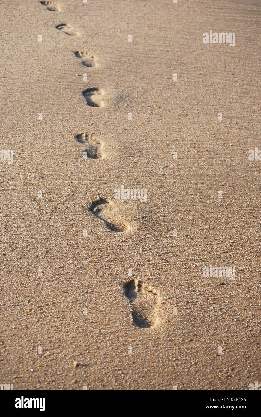 how to create footsteps on sand