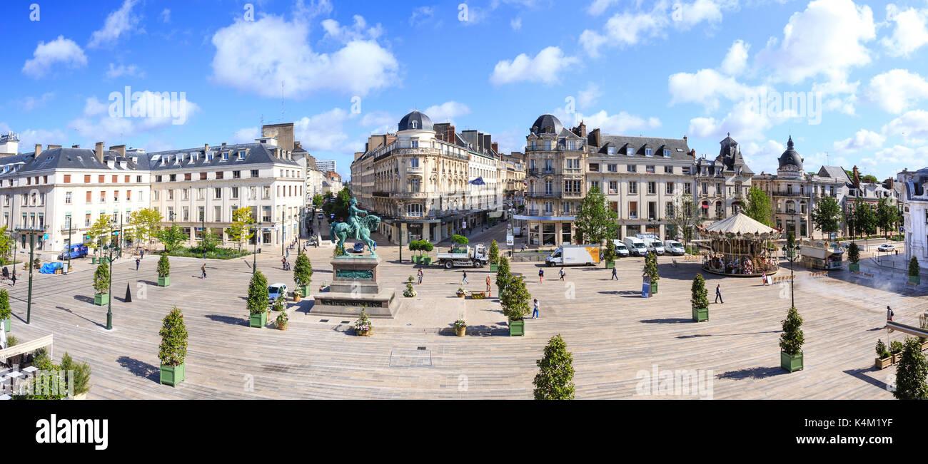 France, Loiret (45), Orléans, place du Martroi, statue de Jeanne d'Arc // France, Loiret, Orleans, Martroi place, Jeanne d'Arc statue Stock Photo