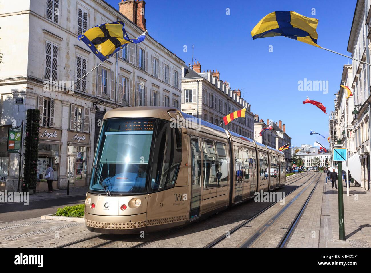France, Loiret (45), Orléans, tramway Tao dans la rue Jeanne d'Arc // France, Loiret, Orleans, Tao tram in Jeanne Stock Photo