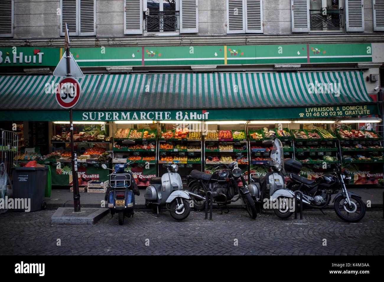 SMALL SUPERMARKET IN PARIS MONTMARTRE - 'SUPERETTE' IS THE FRENCH NAME FOR URBAN GROCERIES - PARIS SHOP -PARIS STREET - PARIS FOOD © Frédéric BEAUMONT - Stock Image
