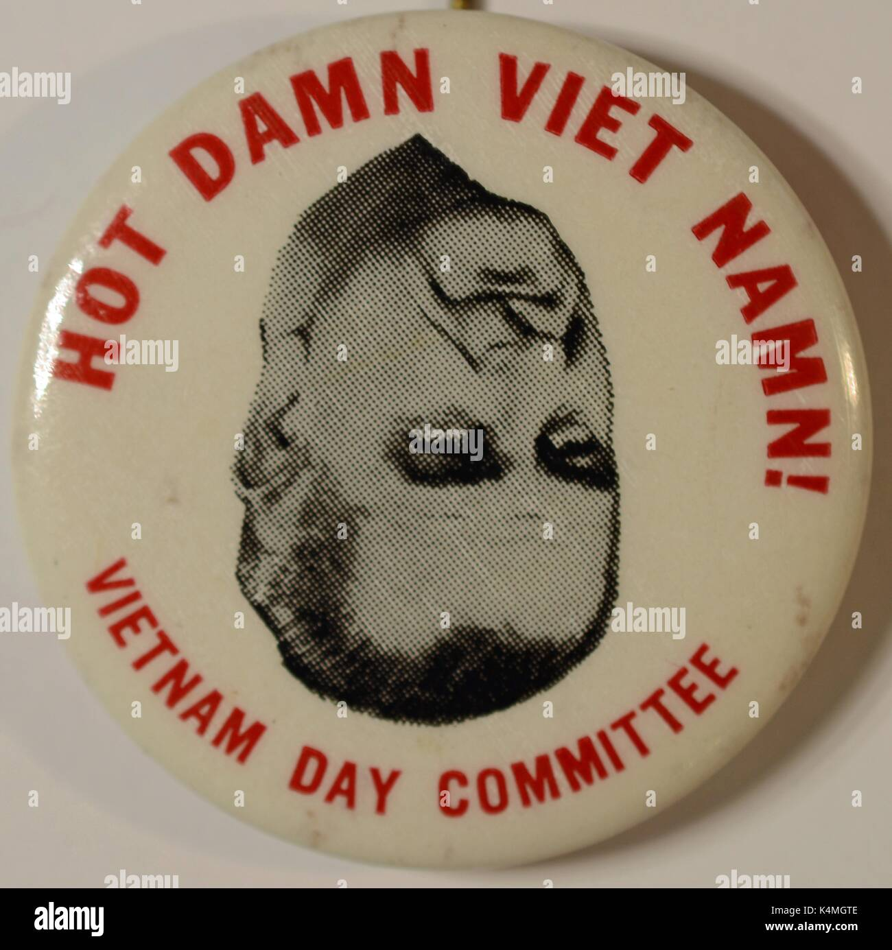 Pinback button from the Vietnam Day Committee with image of United States President Lyndon Johnson, with text reading 'Hot Damn Viet Namn', criticizing the President's handling of the Vietnam War, 1965. - Stock Image