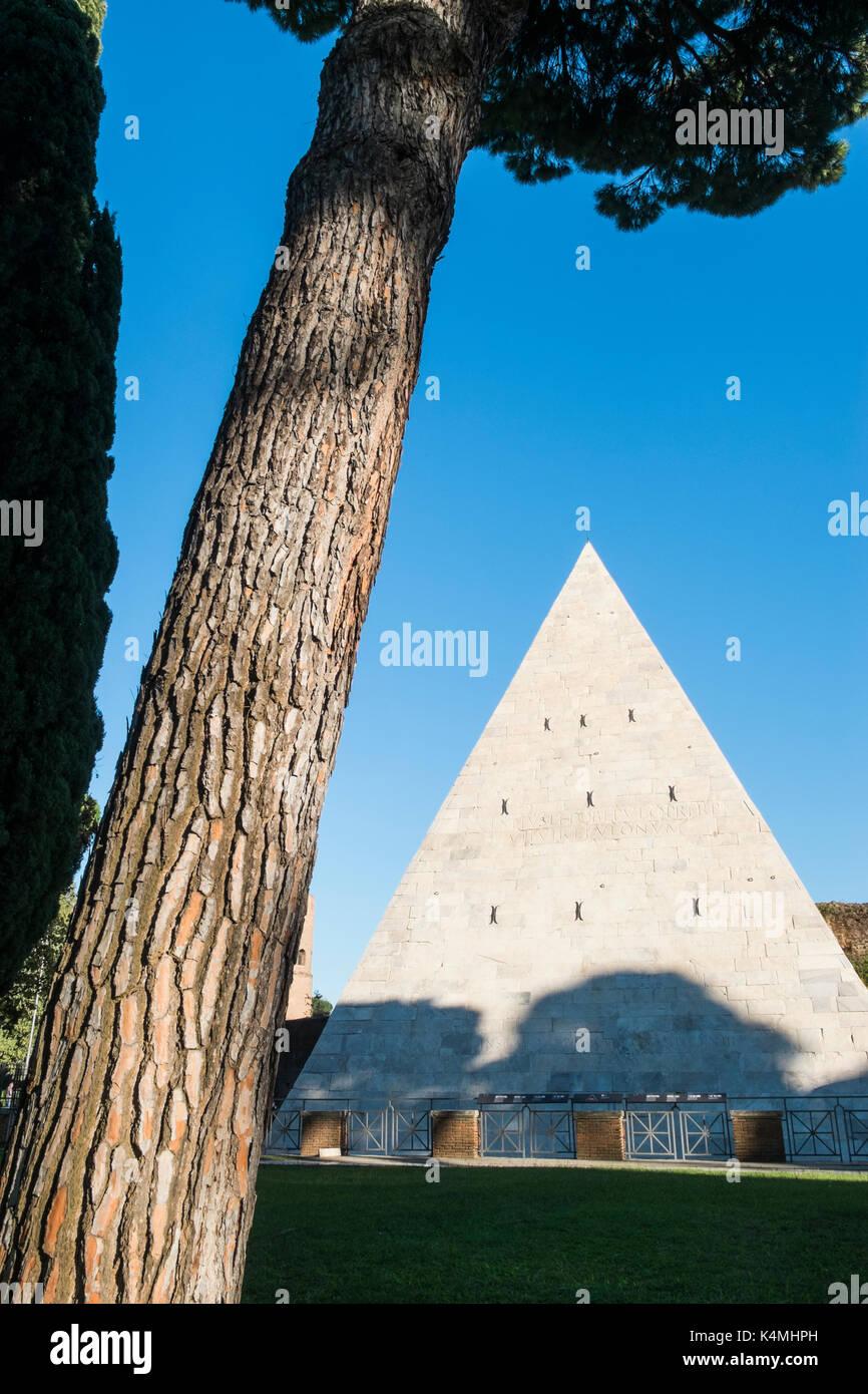pyramid of cestius Stock Photo
