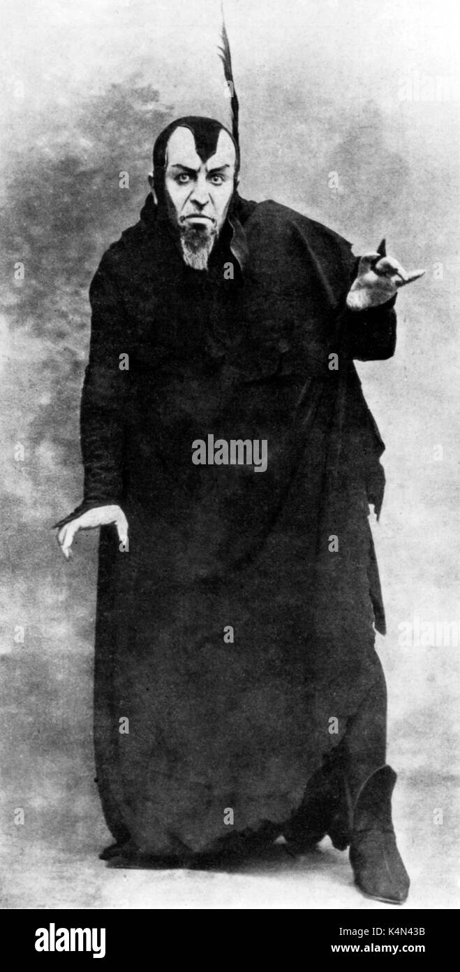 Maurice Renaud, French operatic baritone, as Mephisto in Hector Berlioz 's legende dramatique 'La damnation de Faust'. Maurice Renaud: 24 July 1861 - 16 October 1933. - Stock Image