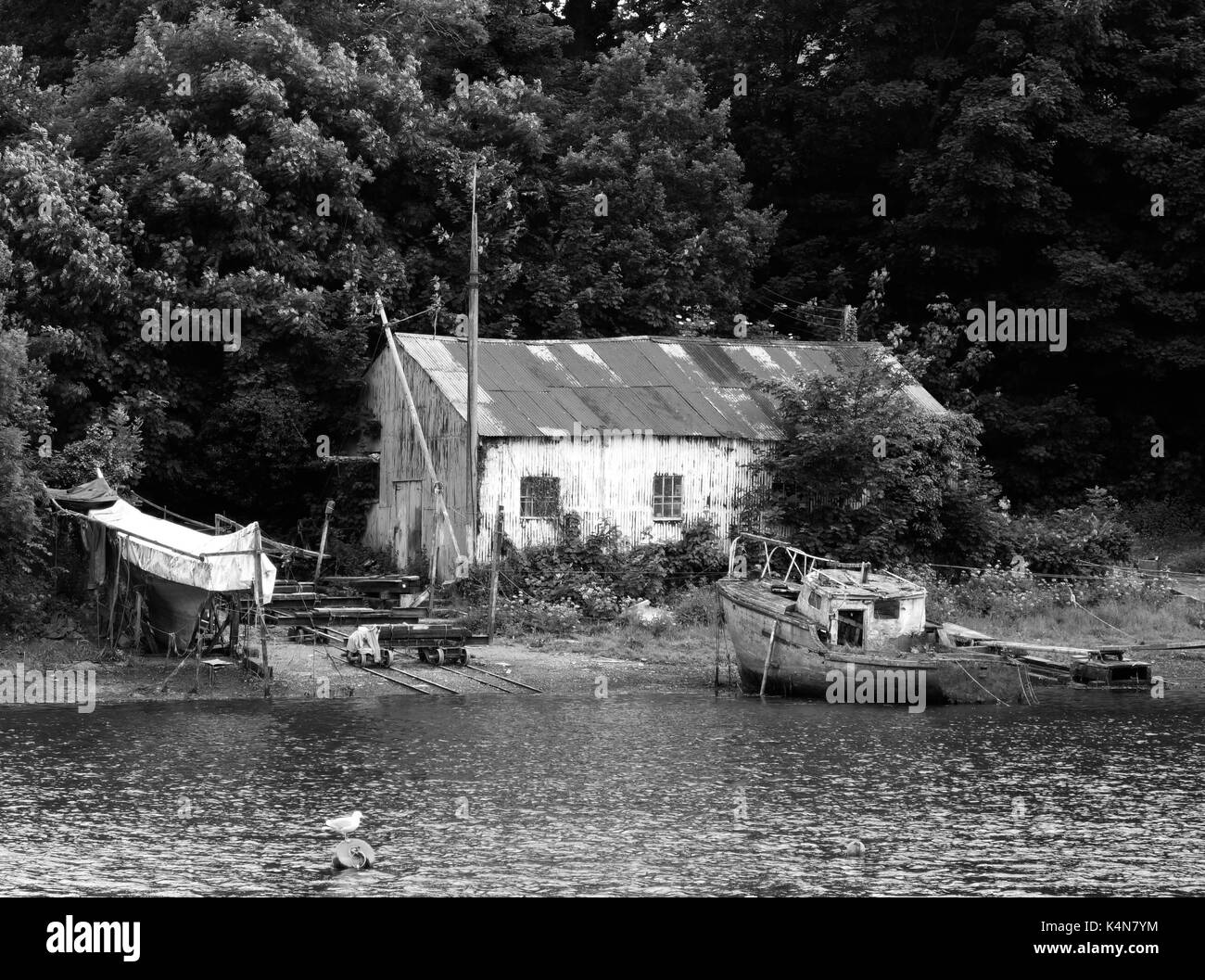 A rustic fishermans shack and boats - Stock Image