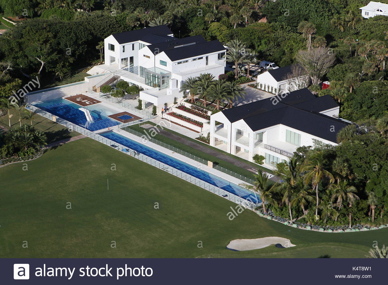 Tiger Woodu0027s House In Jupiter Island, Florida. Workmen Carry Out The Final  Touches To