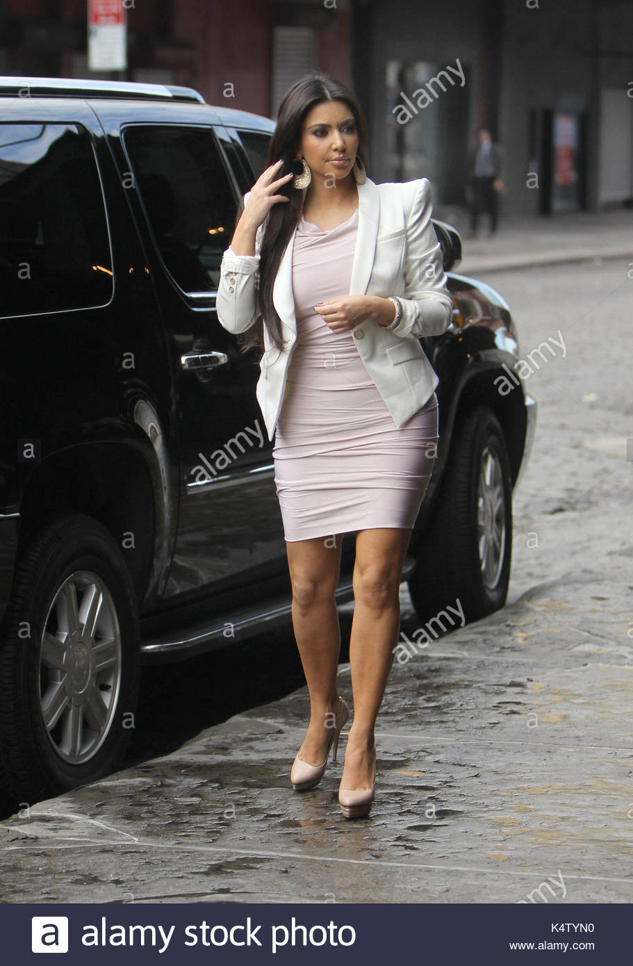 Emoticone Kim Kardashian kim kardashian. kim kardashian looks dazed in the meatpacking stock