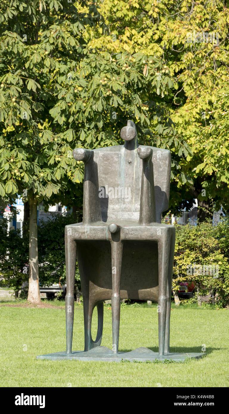 Fritz Koenig: Große Biga (Great Biga), bronze, 2000, Alte Pinakothek, Munich, Bavaria, Germany - Stock Image