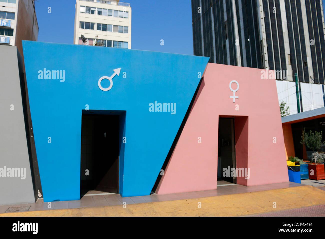 Toilettengebaeude, Hafen, Piraeus, Griechenland. Stock Photo
