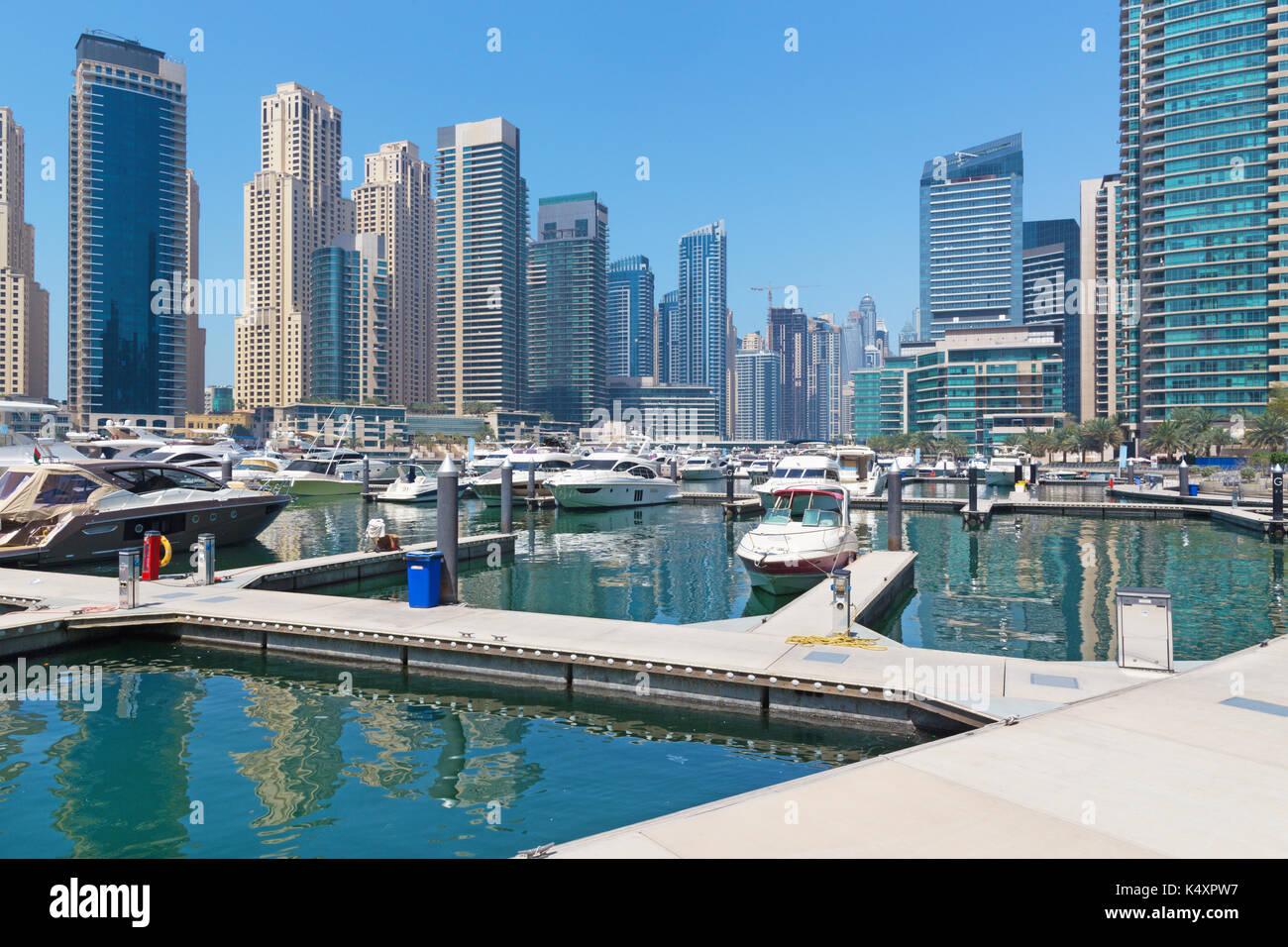 Dubai - The promenade of Marina and the yachts. - Stock Image
