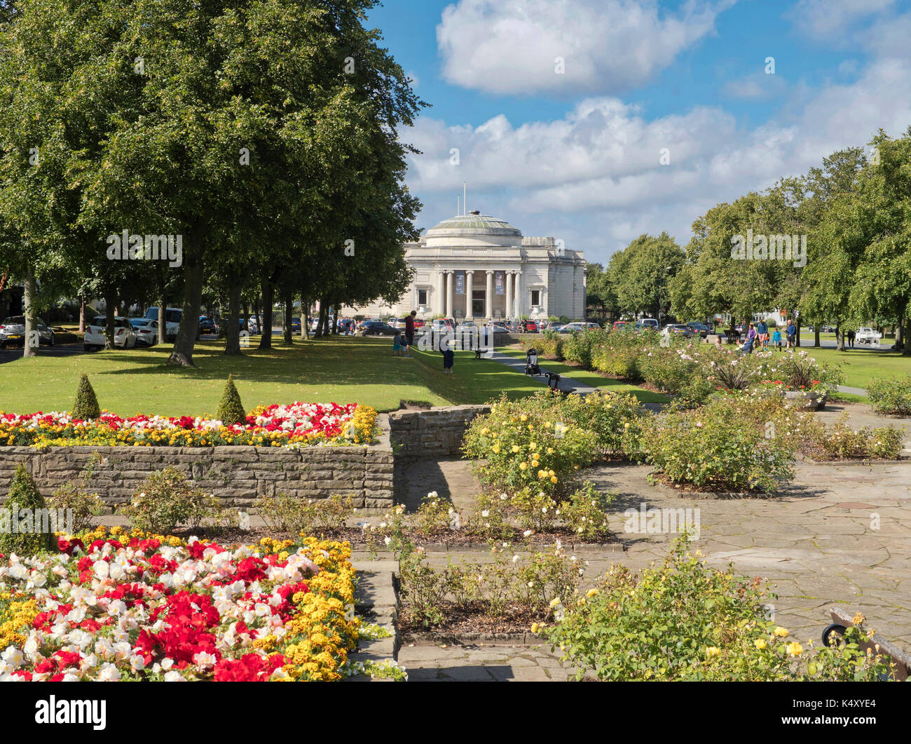 Port Sunlight Village, Wirral, showing floral displays and Lady Lever Art Gallery. - Stock Image
