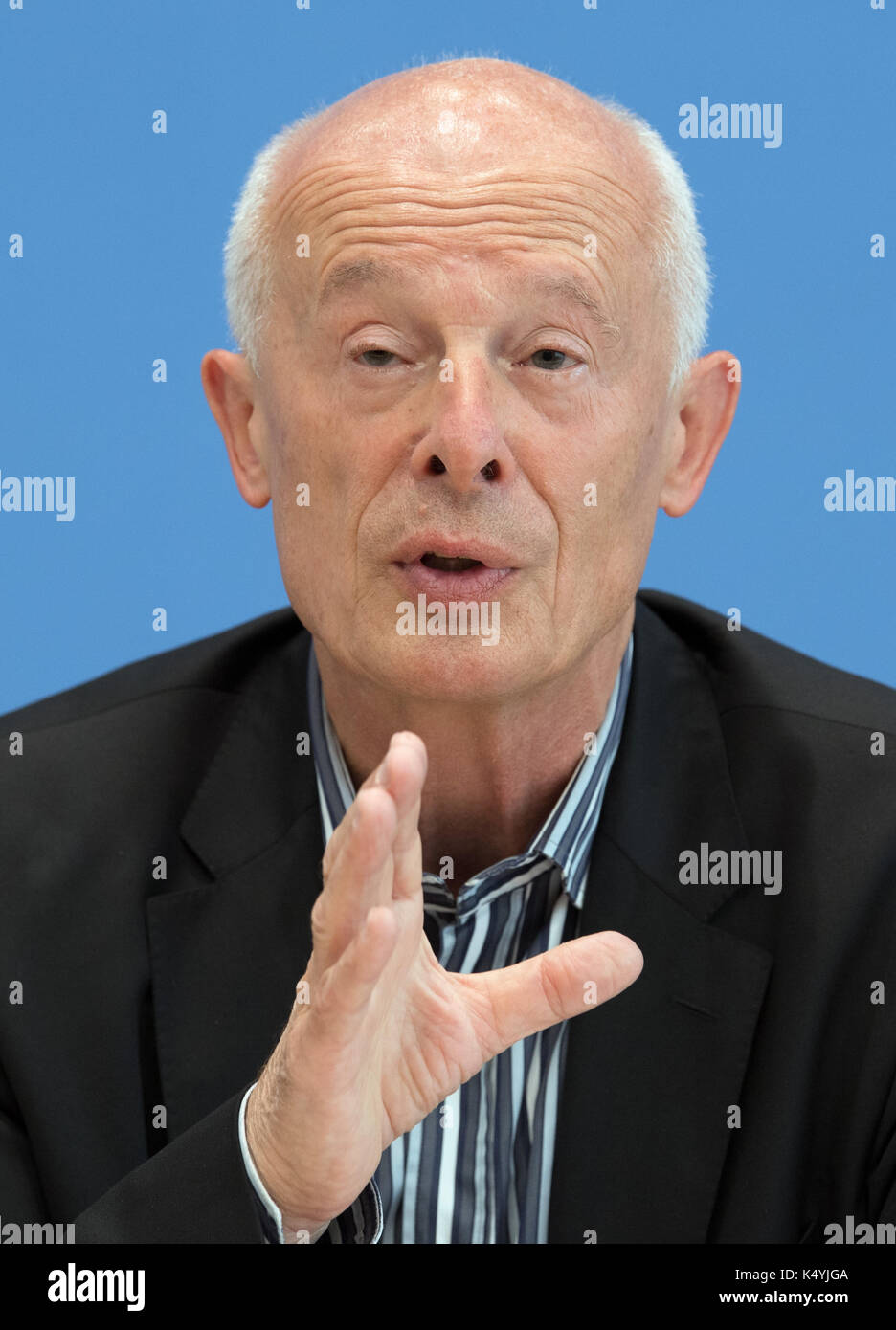 Berlin, Germany. 7th Sep, 2017. Hans Joachim Schellnhuber, the director of the Potsdam Institute of Climate Change Research, at a press conference at which the newly founded environmental pressure group Generation Manifest presented its programme in Berlin, Germany, 7 September 2017. Prominent figures from civil society, science, economy, and politics founded the initiative in order to remind politicians of the dangers of the reckless endangerment of future generations. Photo: Soeren Stache/dpa/Alamy Live News - Stock Image