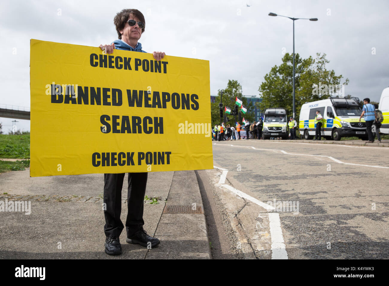 London, UK. 7th Sep, 2017. Veterans for Peace set up a checkpoint to enable searches for banned arms being delivered Stock Photo
