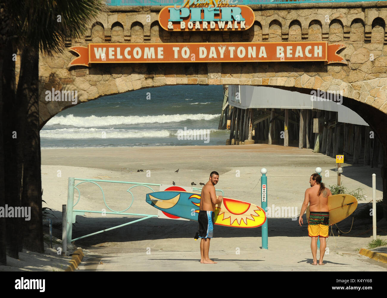 Daytona Beach, United States. 07th Sep, 2017. September 7, 2017- Daytona Beach, Florida, United States - Two men carrying surf boards head to the ocean in Daytona Beach on September 7, 2017 as Hurricane Irma approaches the state of Florida as a category 5 storm. Credit: Paul Hennessy/Alamy Live News - Stock Image