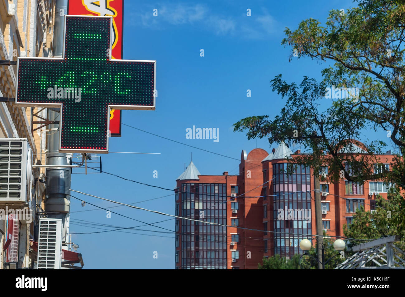 Thermometer on summer heat in city - Stock Image