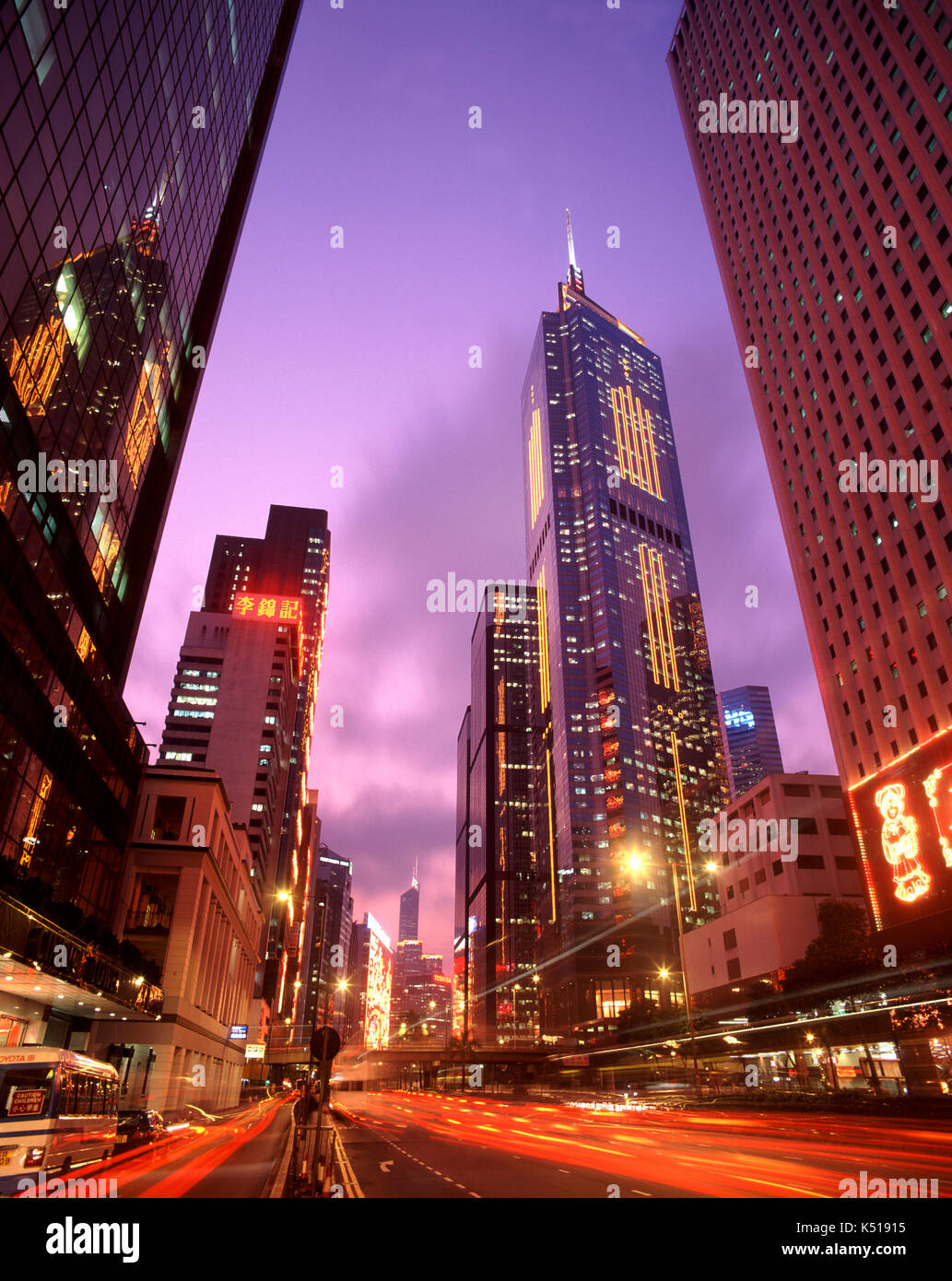 Busy street scene in financial district, Hong Kong, China - Stock Image
