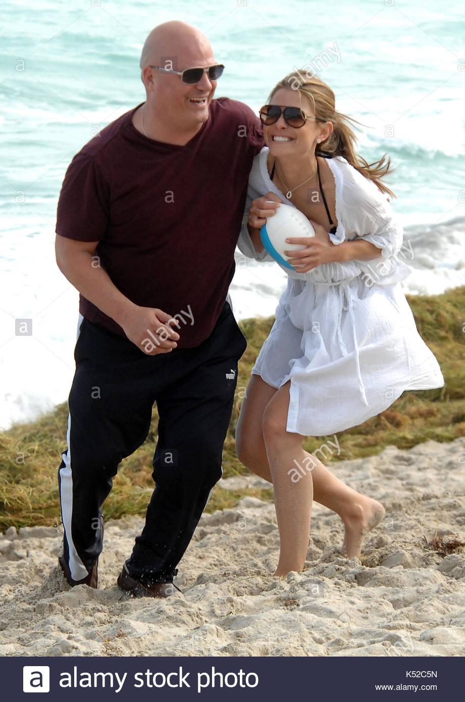 Maria menounos and michael chiklis dating