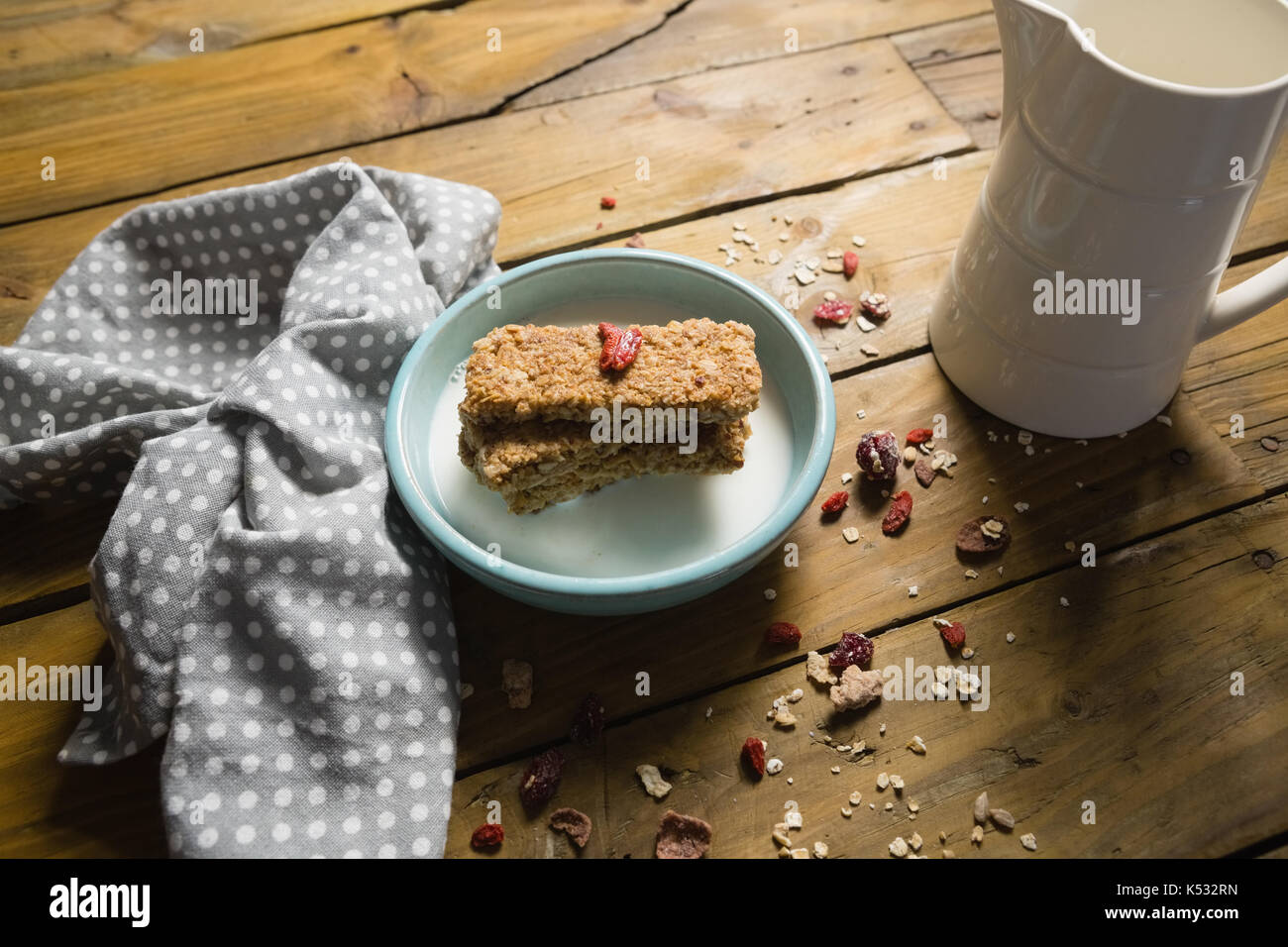 Close-up of granola bar and milk in bowl - Stock Image