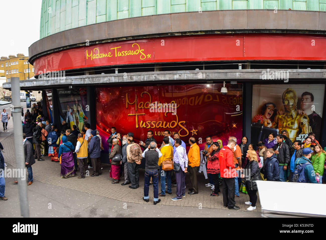 LONDON, UK - JULY 20, 2017: Tourists forming a large queue outside Madame Tussauds - Stock Image